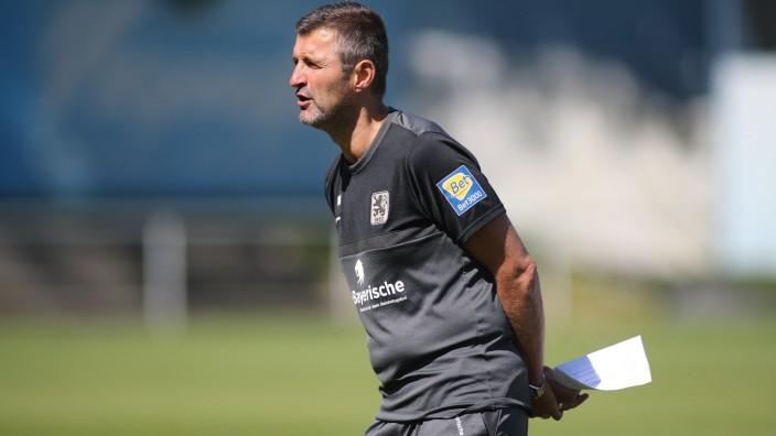 Muenchen, Deutschland 02. September 2021: 3.Liga - 2021/2022 - TSV 1860 Muenchen - Training - 02.09.2021 Trainer Michael