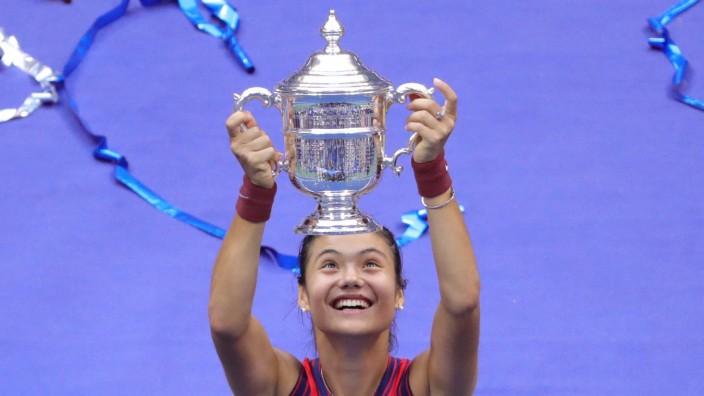 Tennis: Die Britin Emma Raducanu feiert einen US-Open-Sieg entgegen aller Wahrscheinlichkeit.