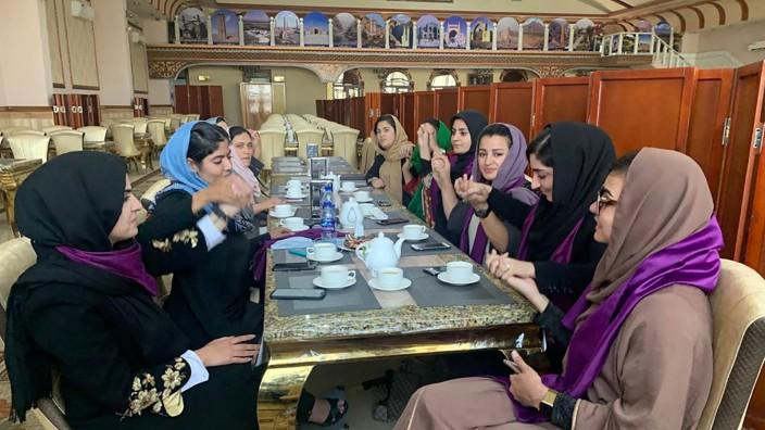 Konflikt in Afghanistan - Proteste für Frauenrechte in Kabul