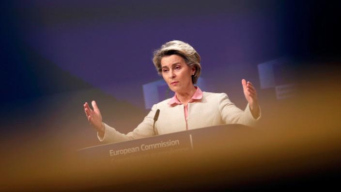 Ursula von der Leyen: Als sich Ursula von der Leyen neben ihrem Büro eine Art Wohnkammer einrichten ließ, war da haufenweise Argwohn: Was hatte die Frau vor?