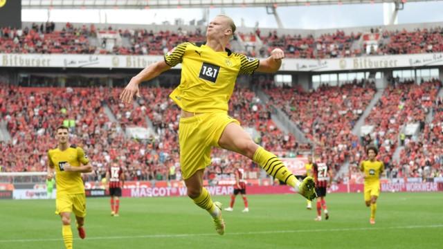 Jubelsprung Erling Haaland (Borussia Dortmund) 11.09.2021, Fussball GER, Saison 2021 2022, 1. Bundesliga, 4. Spieltag, B