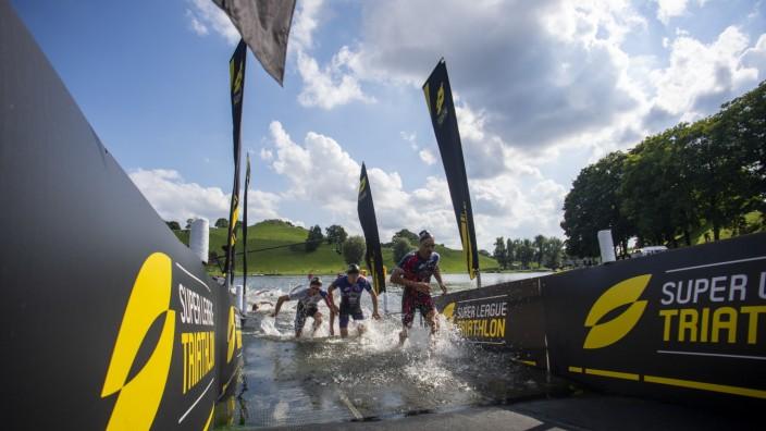 Triathlon: Vincent Luis, der hier als Erster aus dem Wasser steigt, ist auch am Ende der Sieger in München.