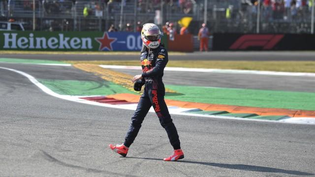 VERSTAPPEN Max F1 Team Red Bull Racing beim Crash mit HAMILTON Lewis Team Mercedes AMG F1 Formel one GP von Italien 202
