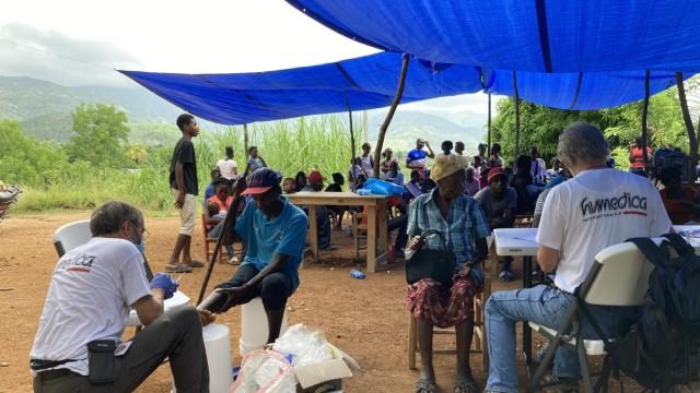 Katastrophenhilfe: Die Helfer von Humedica bauten eine mobile Krankenstation auf.