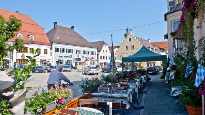 Mobilität in Grafing: Die Voraussetzung dafür stehen gut, dass der Grafinger Marktplatz schon bald überwiegend den Fußgängern und Radlern gehören wird.
