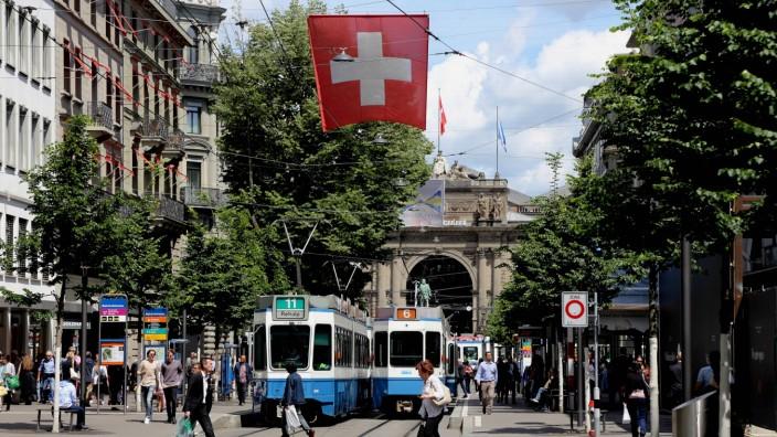Schweiz Zürich Bahnhofstrasse Bahnhof Schweiz Zürich Bahnhofstrasse Bahnhof *** Switzerland Zurich B