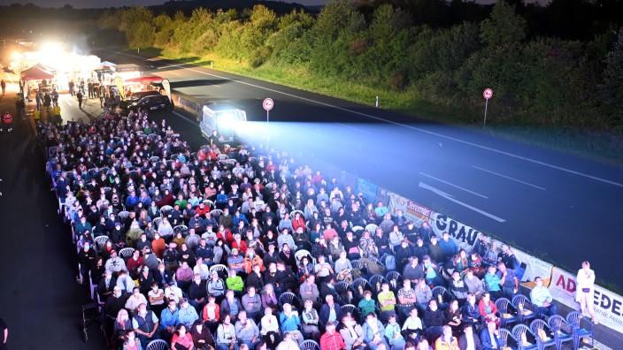 Autobahn 8 wird zum Open-Air-Kino
