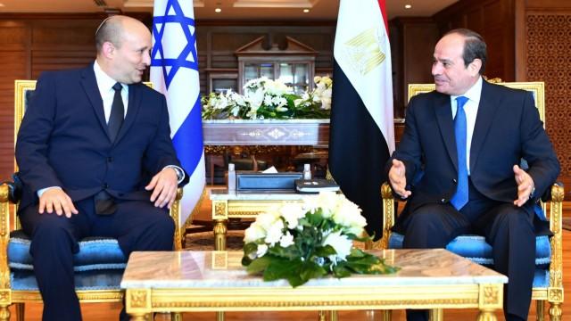 Nahost: Alle Wege führen über Ägypten, nach wie vor: Israels Premier Bennett am Montag zu Besuch bei Präsident al-Sisi.