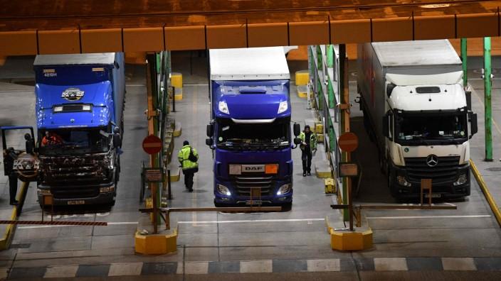 Großbritannien: Britische Kontrollen von Lastwagen im Hafen von Dover an der Südostküste Englands.