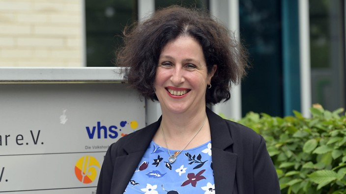 Haar: Lourdes María Ros de Andrés, Geschäftsführerin der VHS Haar, stellt sich den Herausforderungen.