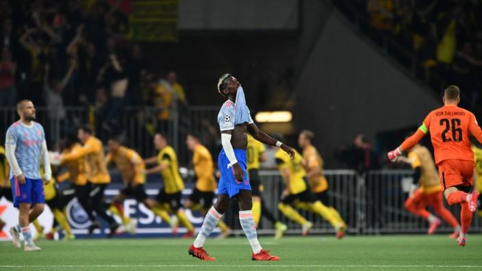 Champions League: Paul Pogba ist bedient, der Schweizer Meister feiert im Hintergrund seinen Last-Minute-Sieg.
