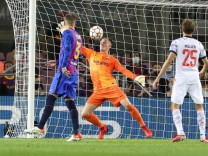Torwartaktion von Marc-Andre ter Stegen 1 FC Barcelona, Barca , FC Barcelona vs. FC Bayern Muenchen, Champions League,