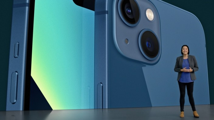 AppleâÄÖs Kaiann Drance showcases the new iPhone 13 during a special event