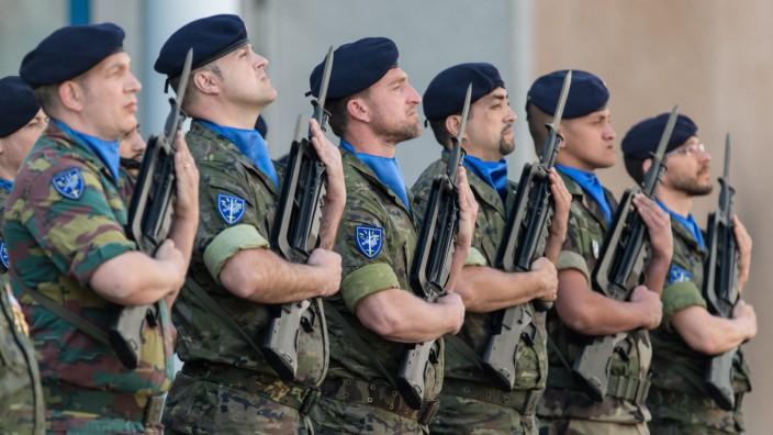Belgian King visits Eurocorps barracks in Strasbourg