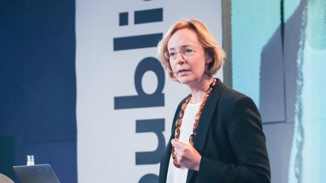 Sarah Spiekermann bei der europäischen Digitalkonferenz re publia republica in The Station in Ber