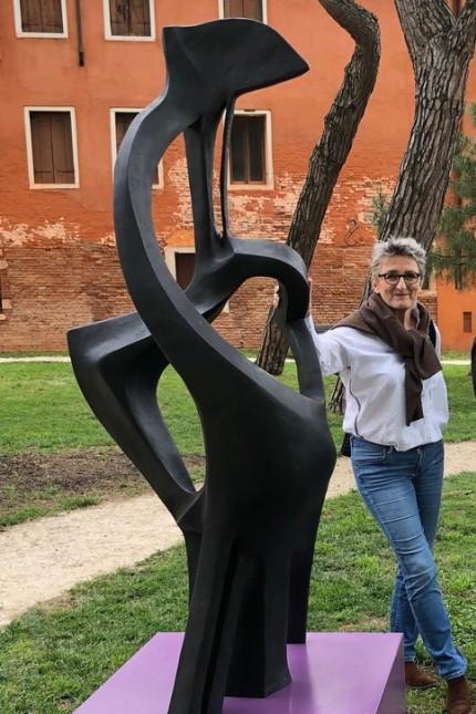 Pullach: Wurzeln, der Schoß der Familie und Flügel - all das hat Cornelia Hammans in ihre Skulptur eingebaut.