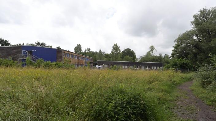 Unterhaching: Auf dem Grundstück in der Nähe des Flugfeldes steht bereits seit 2016 ein Asylbewerberunterkunft. Diese wird nun um 22 Wohneinheiten vergrößert.