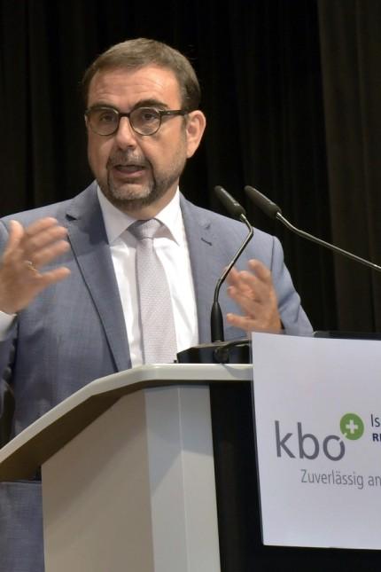 Isar-Amper-Klinikum Taufkirchen: Die hervorragende Arbeit, die am Klinikum geleistet wird, würdigte unter anderem Gesundheitsminister Klaus Holetschek.