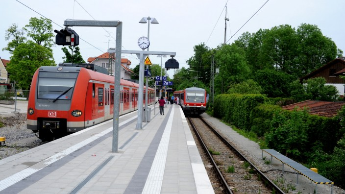 Zweiter Bahnhof: Damit S-Bahn und Filzenexpress ungestörter unterwegs sind, könnte in Ebersberg ein weiterer Bahnhof mit Ausweichgleis entstehen.