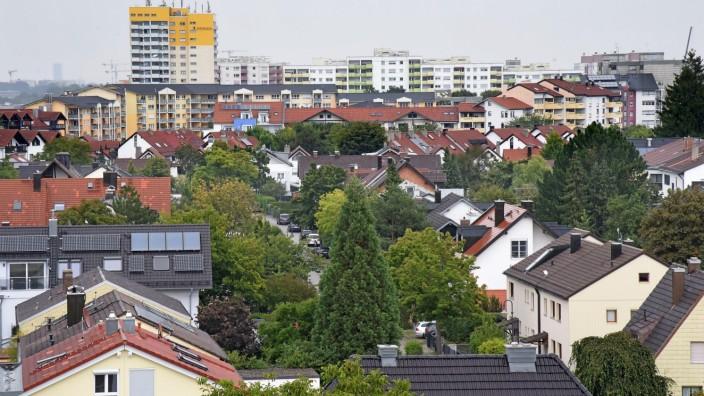 Germering: Modernisierung nötig: Fast die Hälfte der Häuser in Germering wird noch mit Erdöl beheizt. Dabei wird viel klimaschädliches Kohlendioxid in die Luft geblasen. Nur wenn sich das ändert, können die Klimaziele erreicht werden.