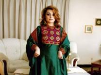 """Protest im Internet: """"Ich trage ein traditionelles afghanisches Kleid"""""""