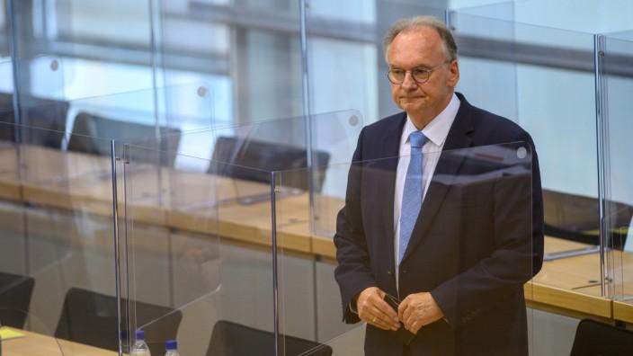 Freude sieht anders aus: Sachsen-Anhalts Regierungschef Reiner Haseloff (CDU) nach dem zweiten Wahlgang am Donnerstag.