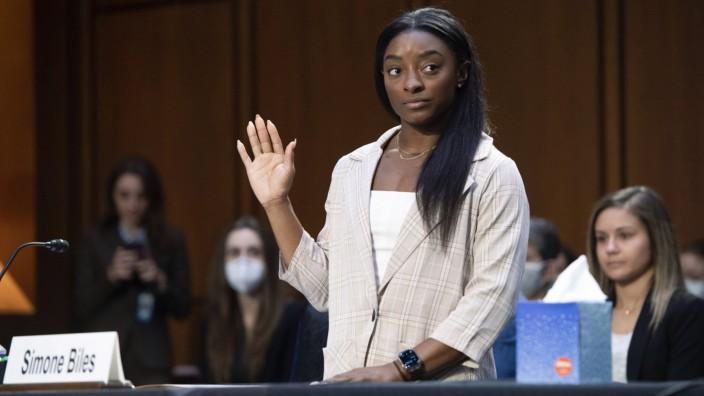 """Missbrauch im Turnen: """"Ich bin ein starker Mensch und werde durchhalten"""": Simone Biles leistet ihren Schwur im Gerichtssaal."""