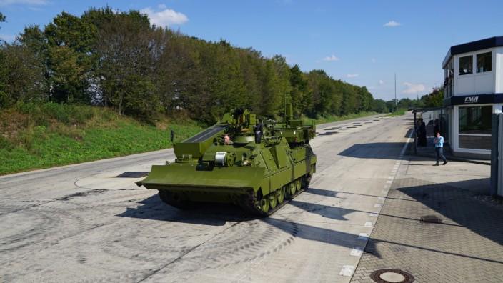 Panzer-Teststrecke von Krauss-Maffei Wegmann an der Ludwigsfelder Straße in Allach