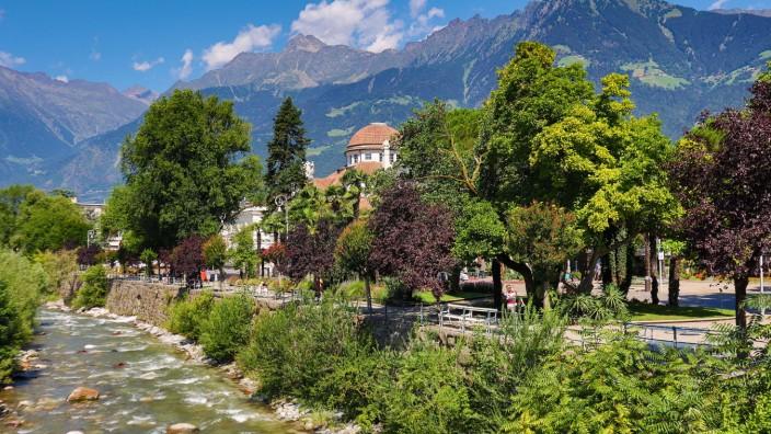 Suedtirol, Italien Juli 2020: Impressionen Suedtirol Juli 2020 Meran, Kurhaus, Meraner Land, Burggrafenamt, Suedtirol, K