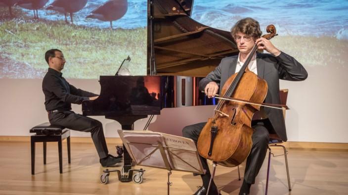 Konzert: Auch bei Extremen auf einer Linie: Cellist Jakob Spahn und Pianist Jonathan Aner bei ihrem Konzert in Herrsching.