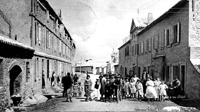 Südfrankreich: Gebaut wurde die alte Lafarge-Arbeiterwohnsiedlung in der Ardèche ab 1880, bis zu 450 Menschen lebten hier.