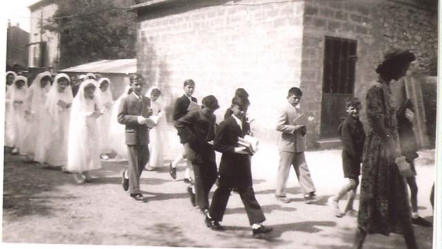 """Südfrankreich: Wichtig war, von Anfang an: die Religion. """"Der Pfarrer war der eigentliche Personalchef"""", sagt Yves Esquieu, ein emeritierter Professor. Sonntags zogen Priester die Männer aus dem Café, um sie in die Messe zu bringen."""