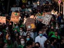 Klimawandel: Mut durch Wut – warum es neue Emotionen zur Klimakrise braucht
