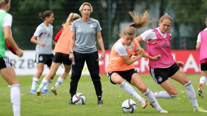 Deutschland Frauen - Training / 15.09.2021 Dresden, 15.09.2021, Sportpark Ostra, Platz 11, Fussball, Training , Deutsch