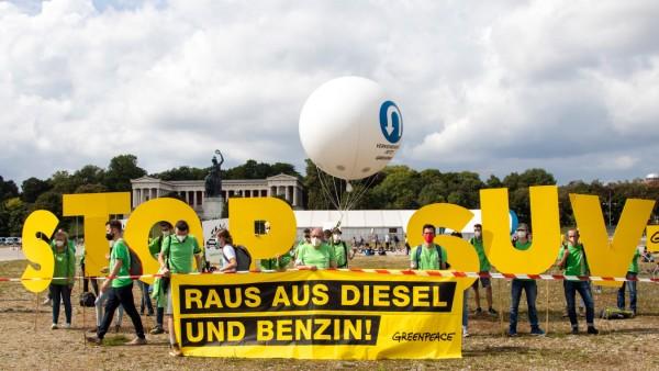 Aussteigen: Protest gegen die IAA Mobility in München Am 11.9.2021 demonstrieren in München Tausende Menschen auf der A