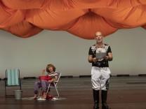 Pressebilder: AUFSTIEG UND FALL EINES VORHANGS, Text und Regie René Pollesch. Volksbühne