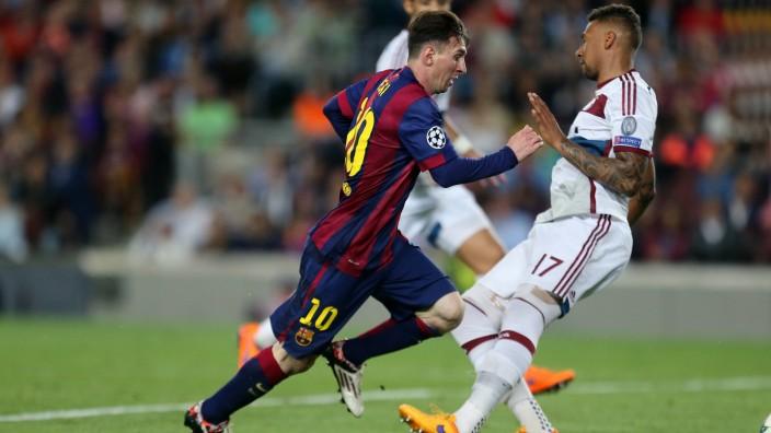 Lionel Messi Barcelona links ueberrennt Jerome Boateng FC Bayern FC Barcelona Barca FC Bayern; Fußball