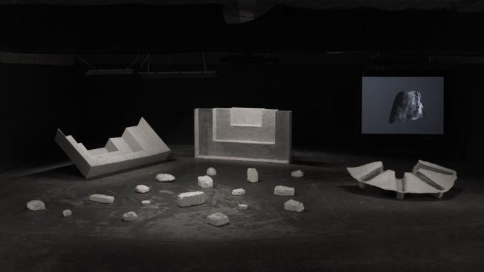Nicolas Combarro Skulpturales Ensemble und Projektion Nicolas Combarro