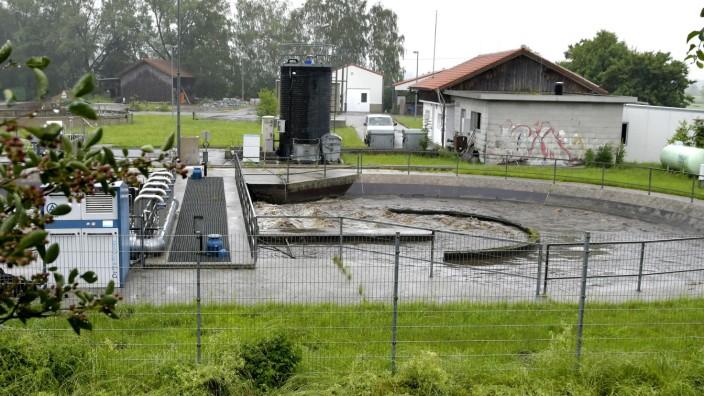 Dorfen: Die bestehende Anlage wurde 1974 gebaut, ist immer wieder mal in Teilen erneuert worden, aber mittlerweile an ihre Kapazitätsgrenzen gelangt und nicht gerade Stand der Technik.