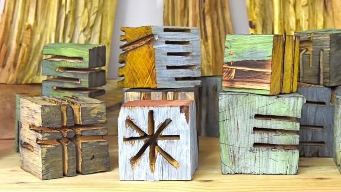 An diesem Wochenende: Elsa Sophia Nietmann stellt ihre Holzarbeiten bei den offenen Ateliertagen am Wochenende in Germering aus.