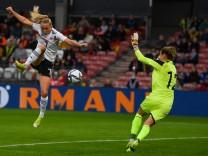 Lea Schueller (DFB-Frauen,7) trifft zum 1:0, 9/18/2021, Cottbus (Deutschland), Fussball, WM Qualifikation der Frauen -