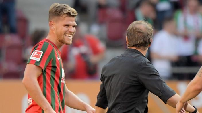 18.09.2021, xemx, Fussball 1.Bundesliga, FC Augsburg - Borussia Moenchengladbach emspor, v.l. Florian Niederlechner (FC