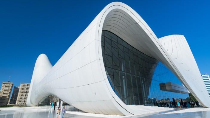 Zaha Hadid Architect Building, Heydar Aliyev Center, Baku City, Azerbaijan, Middle East. (Juan Carlos Muñoz)