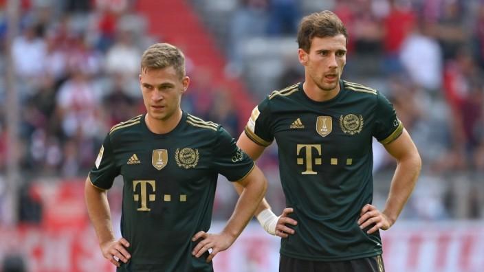 v.li:Joshua KIMMICH (Bayern Muenchen), Leon GORETZKA (Bayern Muenchen),Aktion. Fussball 1. Bundesliga Saison 2021/2022,; Joshua Kimmich und Leon Groetzka