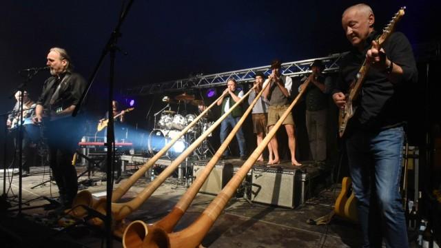 Dachau: Der Festival-Auftakt mit Joe Kieser & Friends ist noch regnerisch.