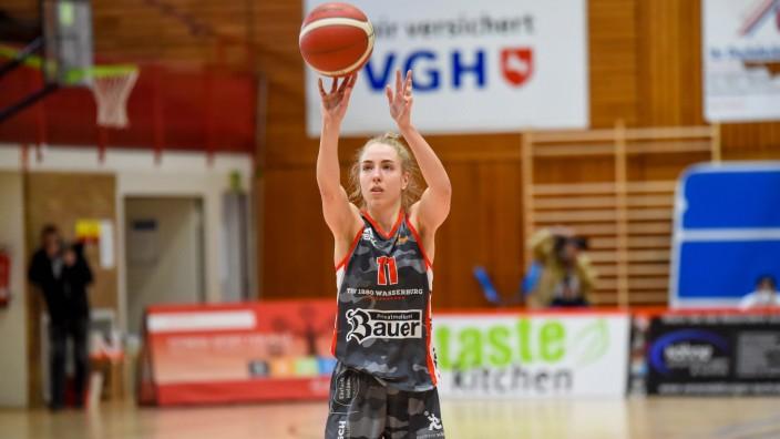 Osnabrueck, Deutschland, 03.04.2021: Sophie Perner (TSV 1860 Wasserburg) in Aktion, am Ball bei dem PlayOff-Spiel der 1.; Basketball TSV Wasserburg