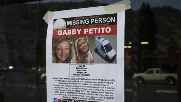USA: Eine Suchanzeige der Vermissten Gabby Petito. Womöglich wurde jetzt ihre Leiche entdeckt.