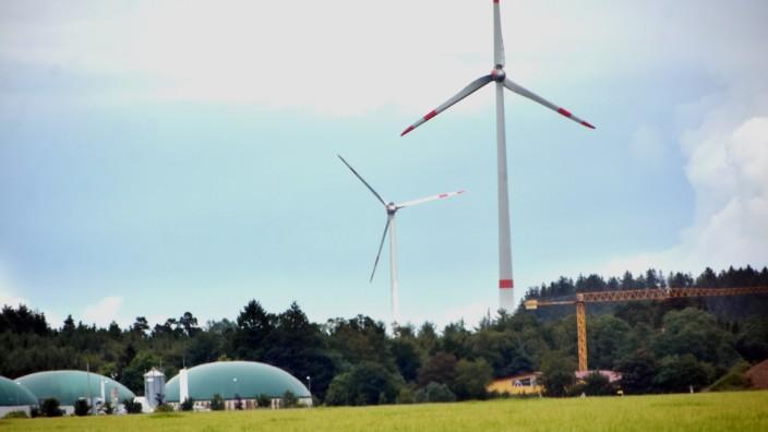 Mammendorf: Zwei Windkraftanlagen stehen bereits im Landkreis bei Mammendorf und Malching, für weitere wäre Platz und Notwendigkeit vorhanden.