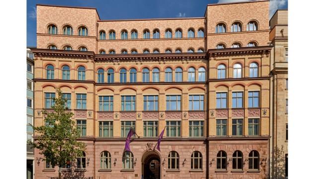 Hotel Tortue: Das Gebäude, das bereits Ende des 19. Jahrhunderts fertiggestellt worden war, wurde um die beiden obersten Etagen aufgestockt. Von den Stararchitekten David Chipperfield und dem Büro Kuehn Malvezzi Architects stammt das Konzept dazu.