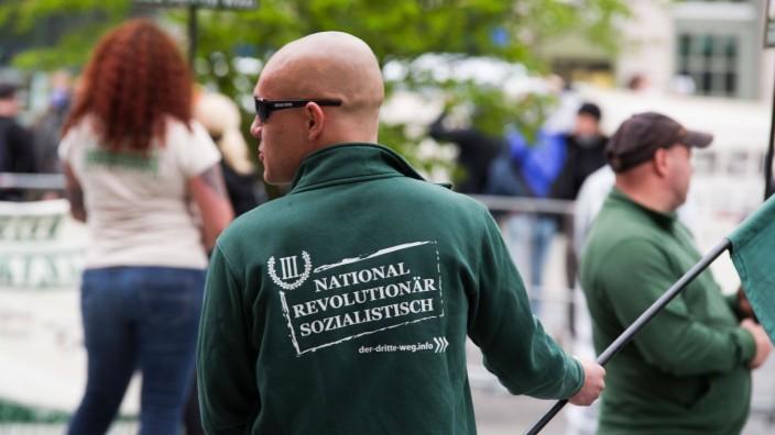Neonazis von III. Weg bei einer Veranstaltung in München